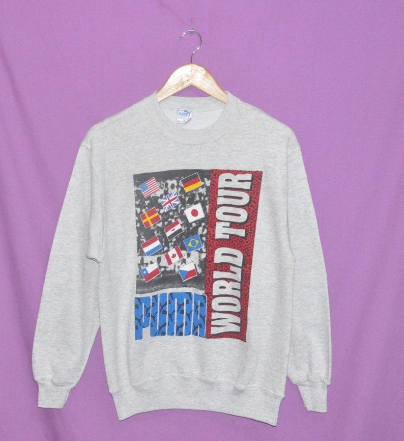 3c39a73467 Vintage des années 90 PUMA World Tour Sweatshirt pull ras du | Etsy