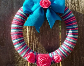 Stripped Yarn Wreath, Multicolor Yarn Wreath, Pink, Teal, Purple, and Gray Yarn, Felt Flowers, Felt Bow, 10 inch wreath