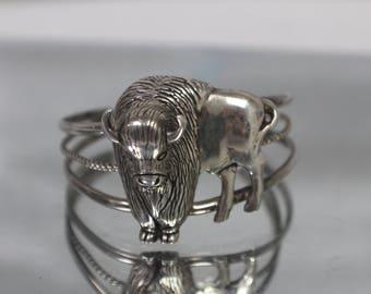 925 - Vintage Southwest Buffalo Bison Bangle Cuff Bracelet in Sterling Silver