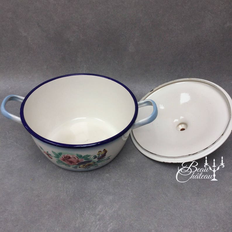 classic roses and pansies chippy enameled Excellent condition Large Gorgeous Vintage French Floral Enamelware Lidded Cooking Pot