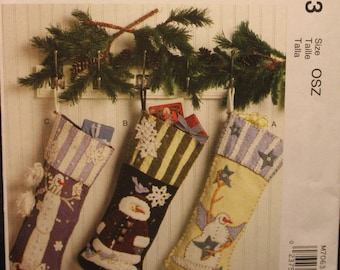 Wreath Ornaments and Garland Tree in Two Sizes McCall/'s 6002 Stockings