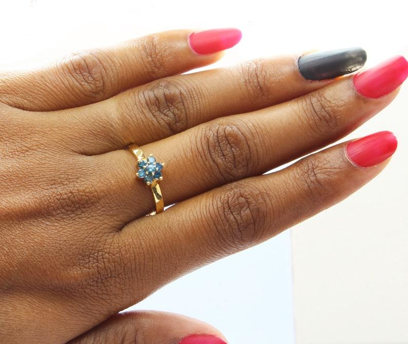 DG359 Ring Size 9 US 14 K Gold Metal Blue Round Brilliant Cut Diamond Engagement Ring