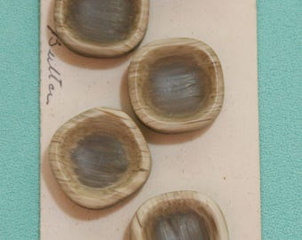 6 Vintage Wooden Buttons From Wal Mar still on Original Card 2.1cm #168