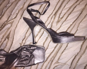 9d6cef477f Stunning Vintage Moschino Metallic Silver Heels Pumps Shoes Evening Softest  Leather Blush Italy 9.5