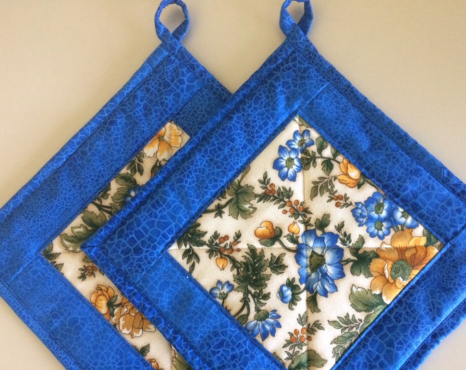 Quilted Pot Holders with Hanging Loop, Colorful Pot Holders Set of 2, Quilted Kitchen Decor