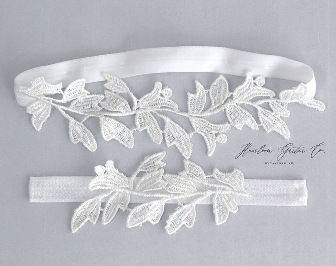 White Lace Wedding Garter Set, NO SLIP grip bridal garters floral garter set