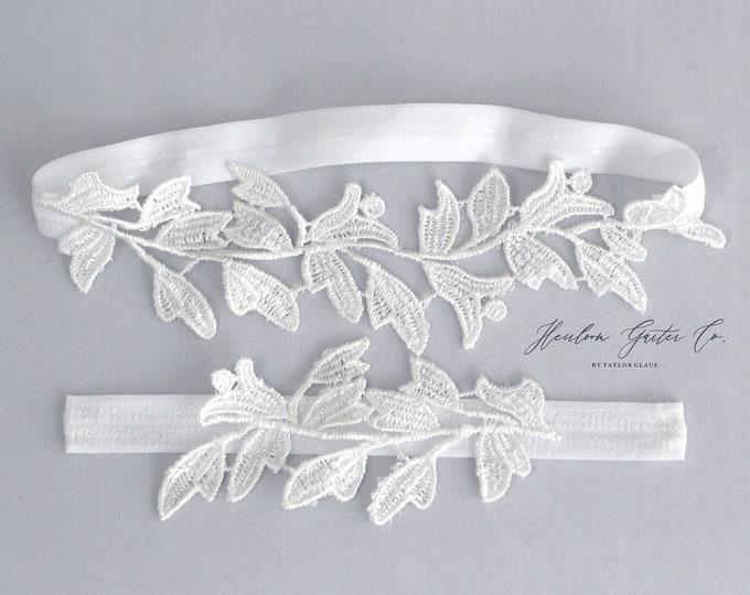 White Lace Wedding Garter Set, NO SLIP grip bridal garters floral garter set