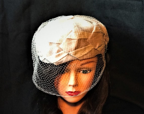1960's beige woven  cloth pillbox Jackie Kennedy's style. Summer, wedding,cocktail, solid color, sophisticated fun hat
