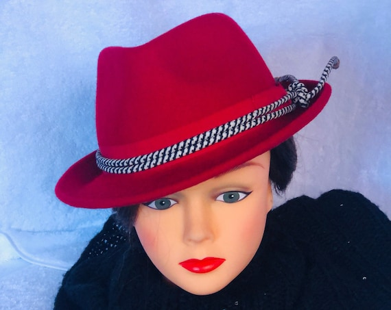 Womens vintage Cherry Red Fedora Hand crafted in England. 100% wool .Beautiful condition, Made by EURO  Med.  1980