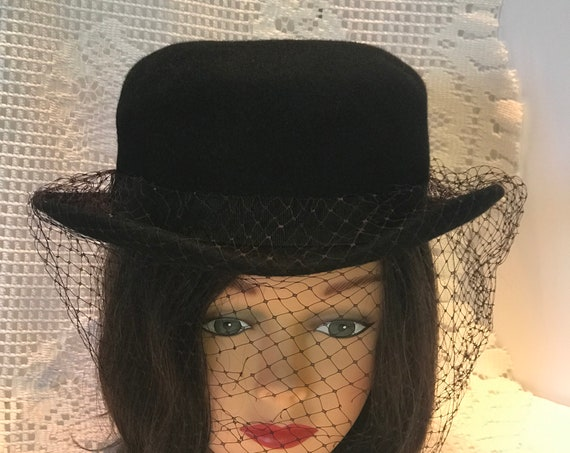 VTG women's Black Fedora,Derby Hat.Tally Ho Hat ,Poland.100 % wool . Black grosgrain hatband with black veil. round crown, turned up brim