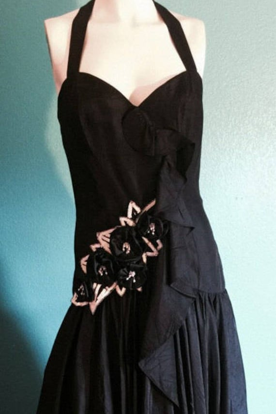 Vintage 1980 Hollywood Black gown TD4 b sexy Electra form fitting with layers of material. flowing stiff white petticoat under dress. size 4