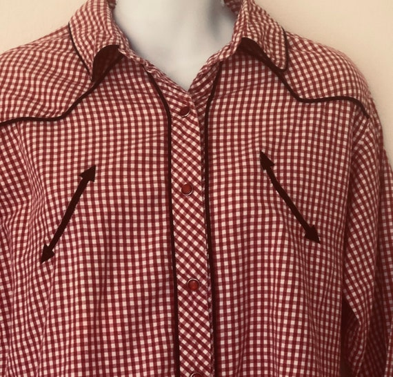 1970s vintage womens Walls cowgirl ranch wear red and white small checkered shirt with red button snaps black piping smiley pockets L