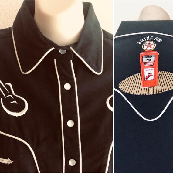 Vtg. Chevron-Texaco logoBlack Country western SW shirt . Unisex,pearl snaps ,2  guitars on front. 2 Smile pockets .  White pipping Medium