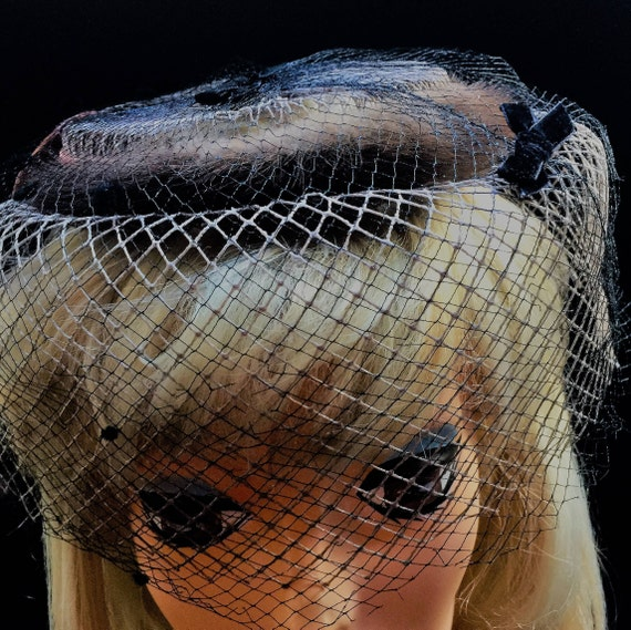 1950's Brown Mink round  open top birdcage netting veil  hat with satin bronze ribbon and dark brown  velvet bows    25.00