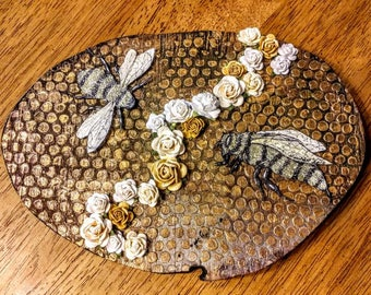 Busy bees wood round wall art