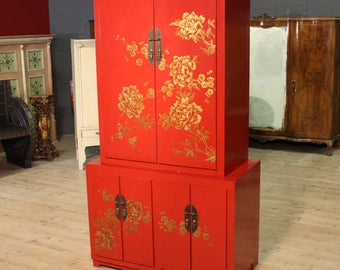 Chinese sideboard in lacquered chinoiserie wood