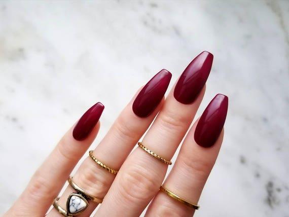 presse bordeaux brillant sur les ongles peint la main avec etsy. Black Bedroom Furniture Sets. Home Design Ideas