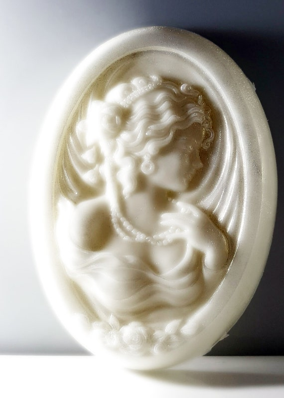 Cameo Lady Soap / CAN BE CUSTOMIZED! / Organic Oils / Phthalate Free / Gluten free / Anti-Aging / Two sizes / High End Quality & Feel