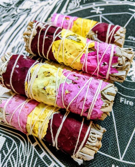White Sage & Rose Petals / Organic Smudge Sticks / Positive Love Vibes / Protection / Cleansing / Improves Mood / Meditation /