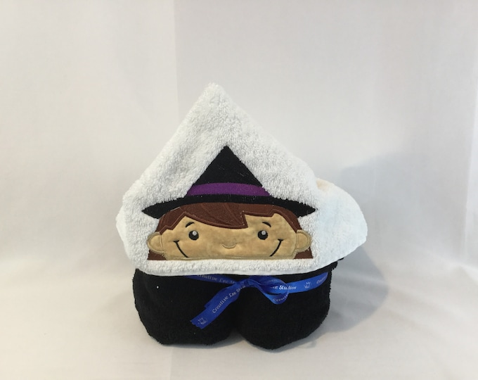 Witch Hooded Towel, Kids Hooded Bath Towel; Appliqué Bath Wrap, Witch, Girl Hooded Bath Wrap, IPFG-000140