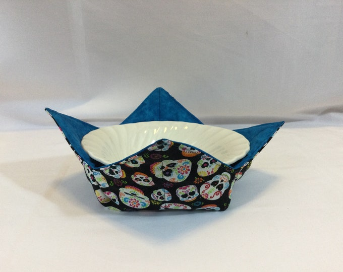 """Diva Sugar Skulls Microwave Bowl Cozy, 6"""" Medium With Hearts in their Eyes,  Contrasting Blue Fabric, Insulated w/Wrap & Zap IPFG-000476"""
