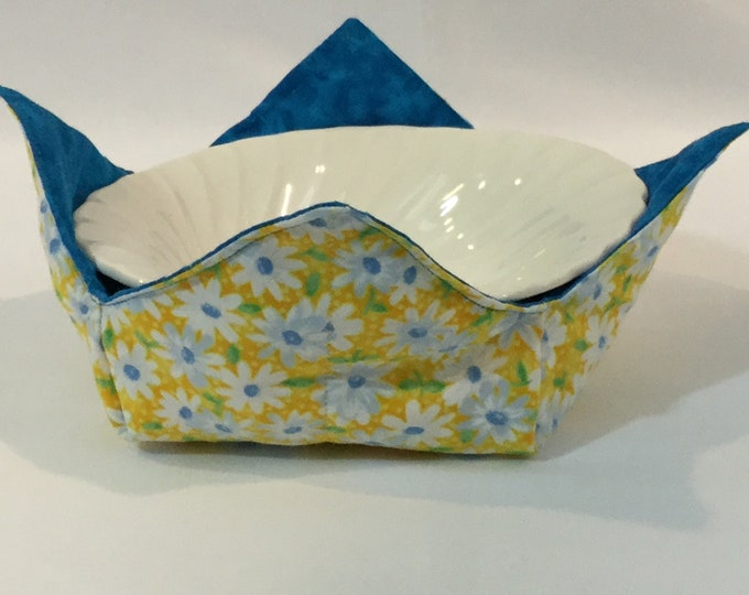 "Daisies Flowers Microwave Bowl Cozy; Blue Reversible, Yellow Background; Medium - 6"" Diameter Bottom; Free Shipping - IPFG-000318"