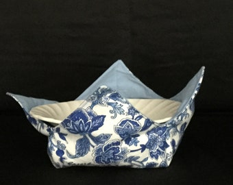 "Blue & White Flowers Microwave Bowl Cozy; Reversible, Light Blue Fabric; Medium - 6"" Diameter Bottom; Free Shipping - IPFG-000217"