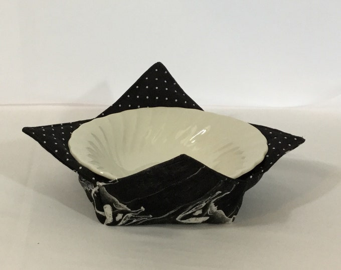 """Stacked Chicken, Pig and Cow Microwave Bowl Cozy - Medium 6"""" Bottom Diameter, Salad Bowl Size ; Reversible - IPFG-000386"""