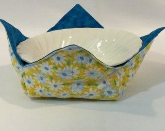 "Daisies Flowers Microwave Bowl Cozy; Blue Reversible, Yellow Background; Medium - 6"" Diameter Bottom; Free Shipping - IPFG-000318"