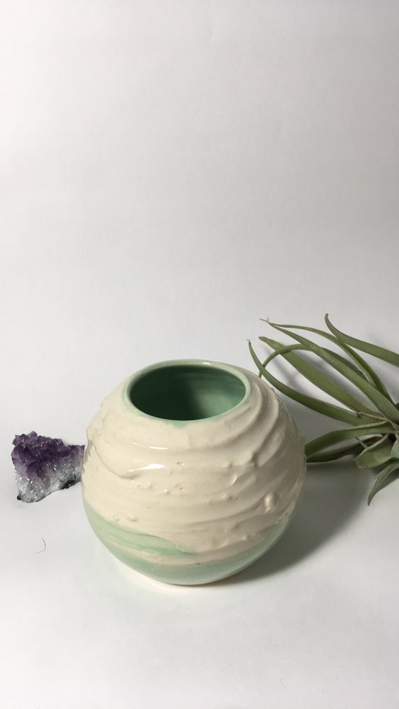 Slip texture vase