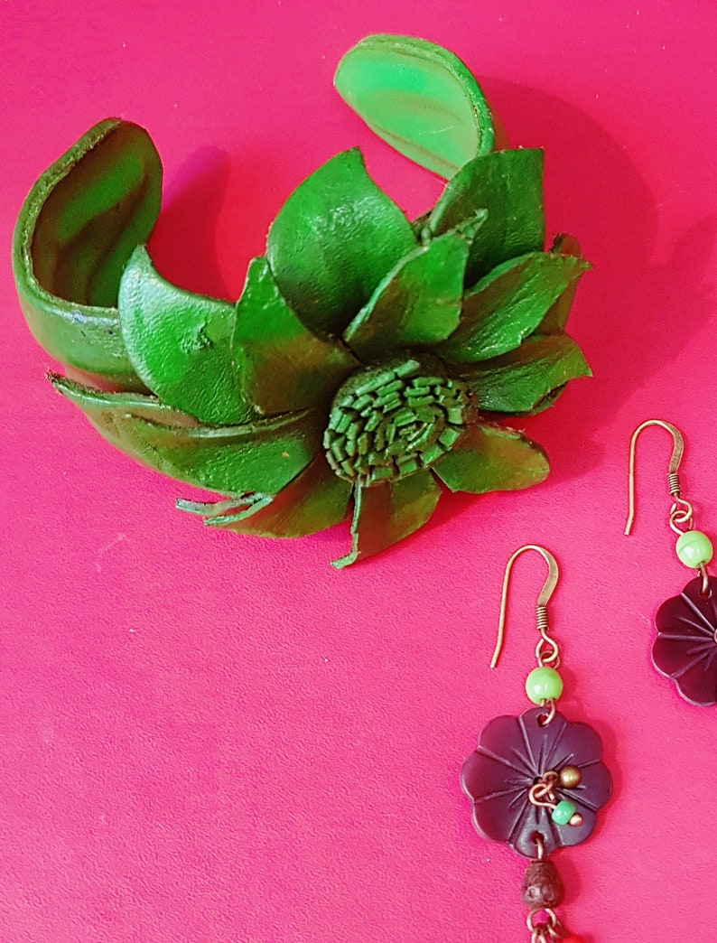 Vintage 70\u2019s Hand Crafted Fine Leather Green Flower Wrist Cuff Bracelet or Leather Corsage
