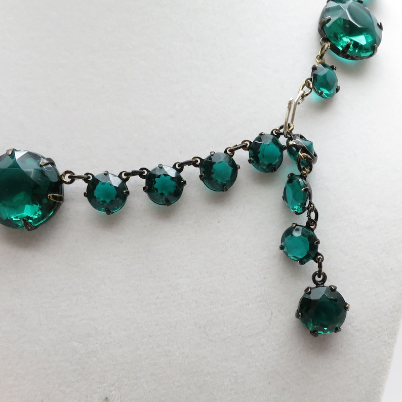 Stunning Vintage Adjustable 15 to 18 Faceted Emerald Glass Stone Statement Necklace