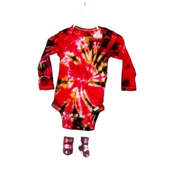 Tie Dye Baby Onesie Long Sleeve and Baby Socks Set Gerber Brand Crinkle