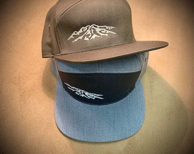 Strap back unisex 7 panel hat