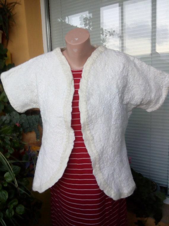 Veste en lainage rouge feutrée, manteau de feutre rouge pour femme, cadeau de la Saint Valentin, les vêtements feutrés, veste en laine mérinos, veste