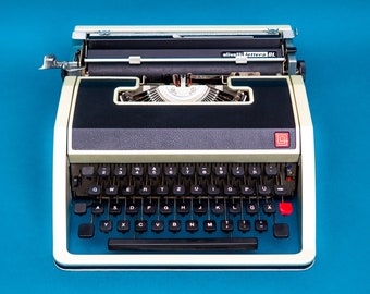 OLIVETTI LETTERA DL Typewriter Black and Silver