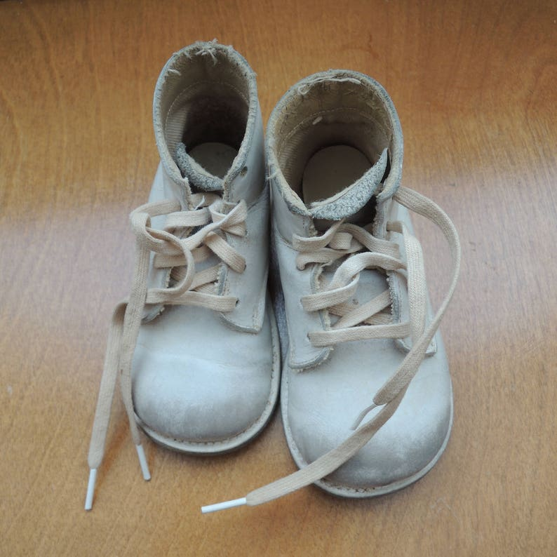 ac69ac514769f Leather Baby Walking Shoes Size 3 1/2 in Original Shoe Box Vintage 1950s