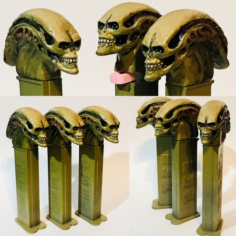 Custom functional Alien Xenomorph Newborn Pez dispenser - Aliens Fantasy  Art Figure