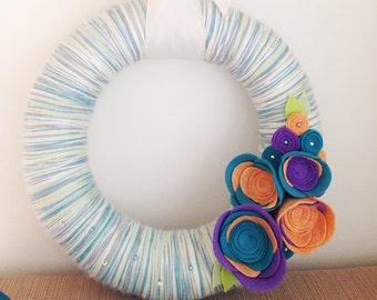 Beach blues yarn wreath, yarn wreath, beach decor, beach wreath, summer wreath, ocean decor, blue, felt flowers, felt roses, orange, purple