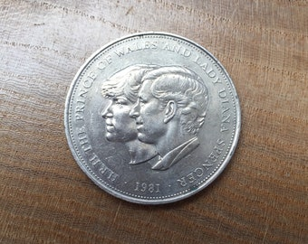 Vintage 1981 Prince Charles and Lady Diana Royal Wedding Commemorative Crown, 25p Coin