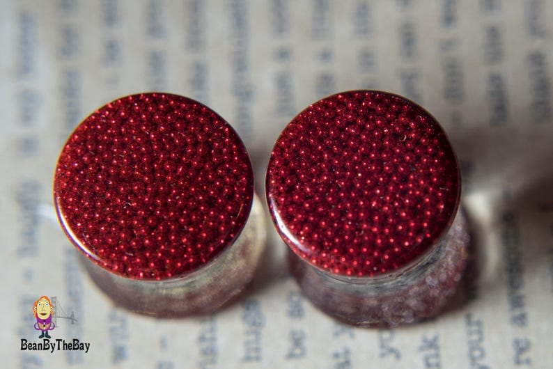 1 2g Pretty red pearls ear plugs made with high-quality resin