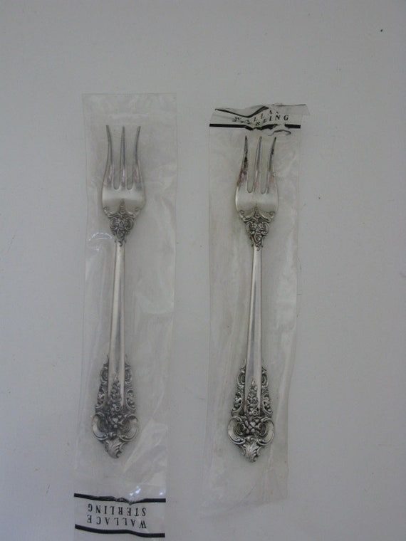 1 STERLING SILVER SEAFOOD COCKTAIL FORK WALLACE GRAND BAROQUE EXCELLENT NO MONO