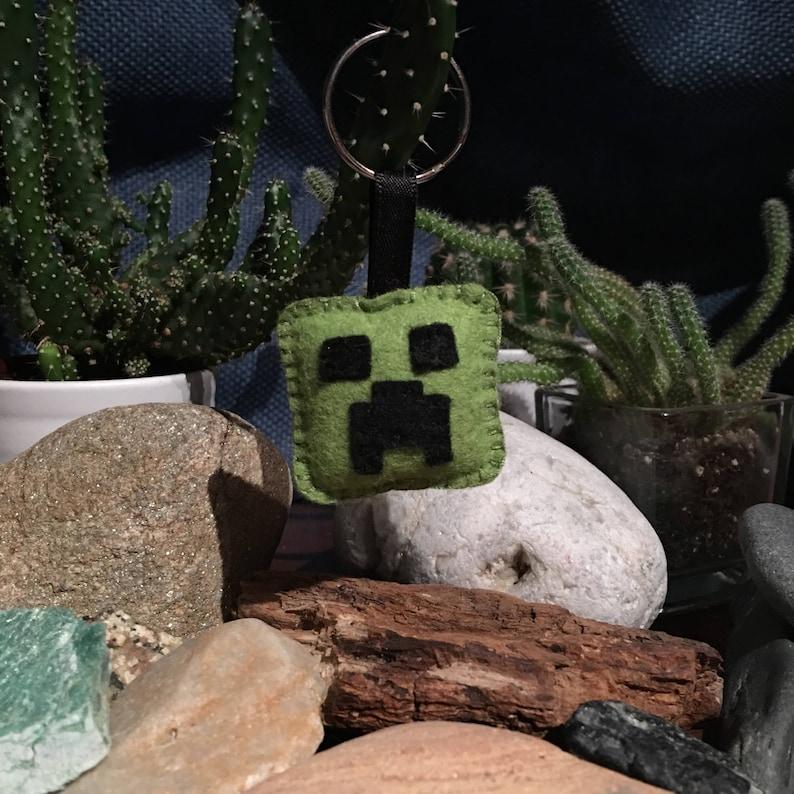 Minecraft Creeper Inspired Keyring image 0