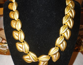 20% OFF Chunky Vintage Gold Tone leafy necklace - jewelry - estate - quality
