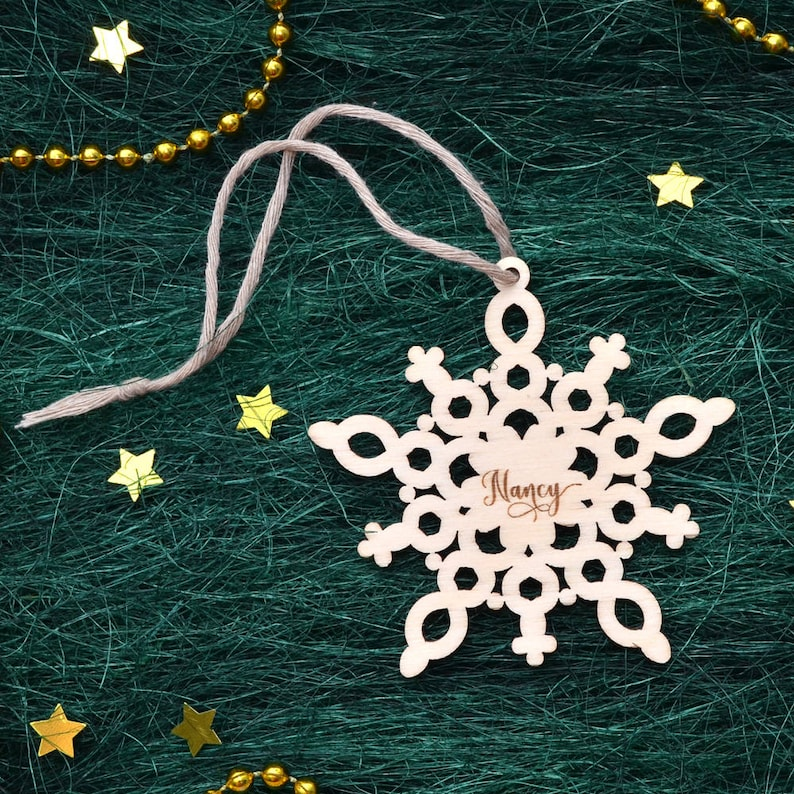 PERSONALIZED WOODEN SNOWFLAKE Ornaments // Wood Christmas Decoration -  Custom Name Snowflake Ornament - Personalized Christmas Ornament