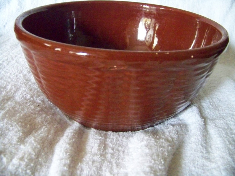 Vintage Watt Stoneware Basket Wave Covered Brown Bowl 805