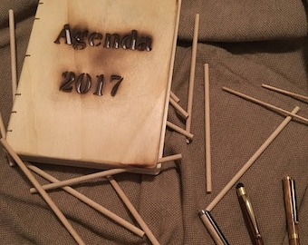 Diary 2017 with wooden lids.