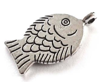 Fish Pendants, Funny Smiling Fish Charms in Silver Tone Metal, Pendants or Large Charms - Pack of Five