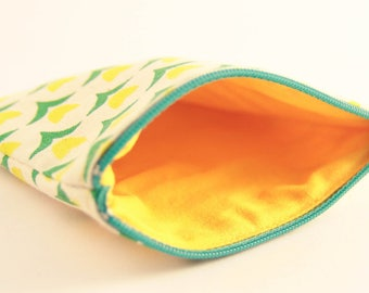 White fabric with green and yellow tulips coin-card holder