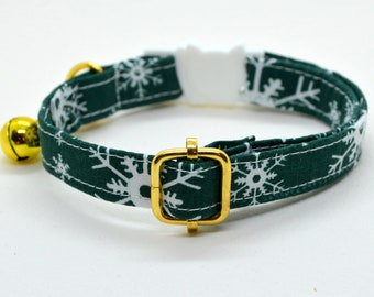 Cat collar 'Winter Frost' breakaway cat collar, snowflakes  kitten collar,green cat collar,kitten collar,cat collar with bell